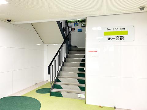 富山本社玄関ホールの写真