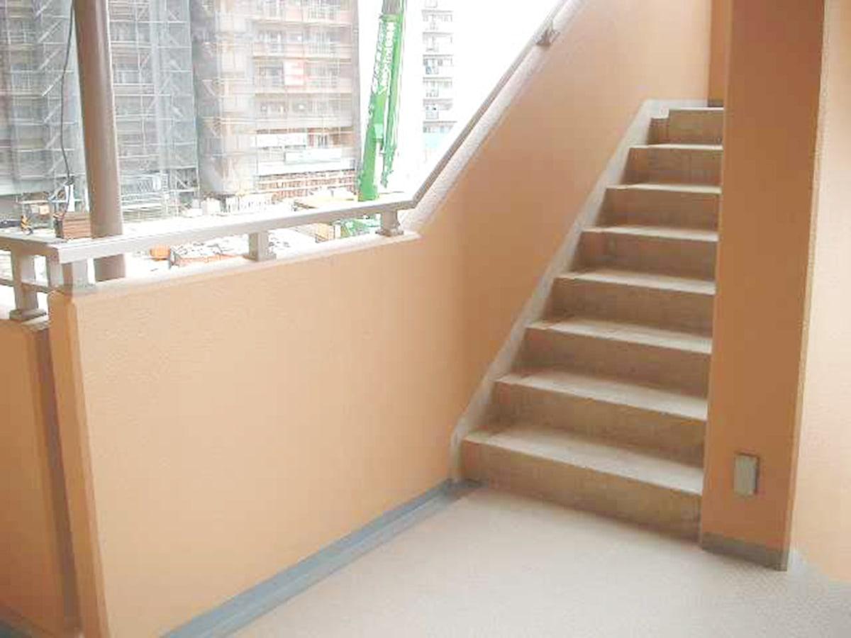 完成したマンション外部階段